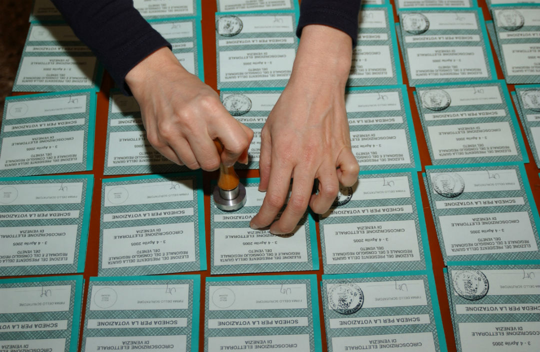 Sondaggi elettorali, cala fiducia per Renzi