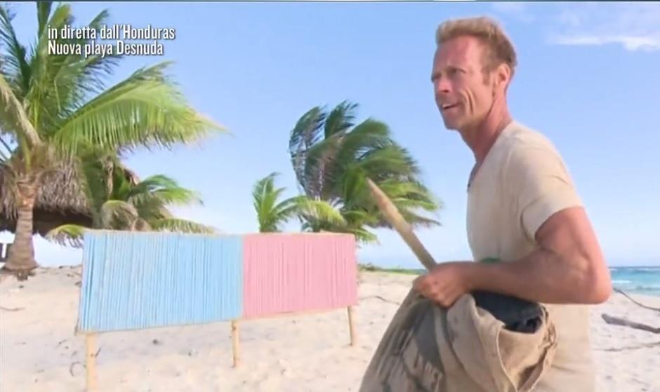 Rocco Siffredi raggiunge Playa Desnuda