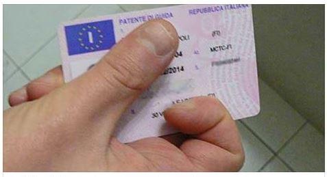 Guida senza patente: in arrivo mega multa, ma niente reato
