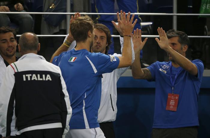 I tennisti italiani esultano dopo la vittoria nel doppio
